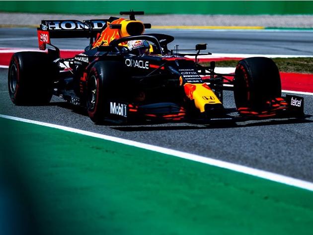 Verstappen desbancou Hamilton e foi o mais rápido na primeira sessão de sábado