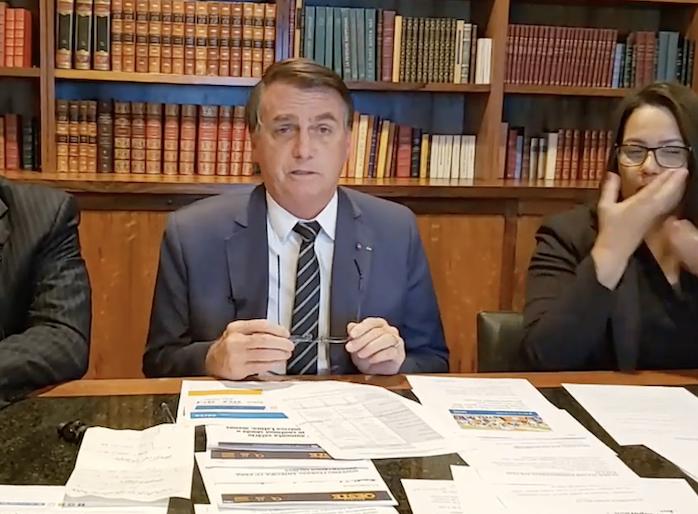 Bolsonaro volta a defender voto impresso e levanta suspeitas sobre a eleição de 2022