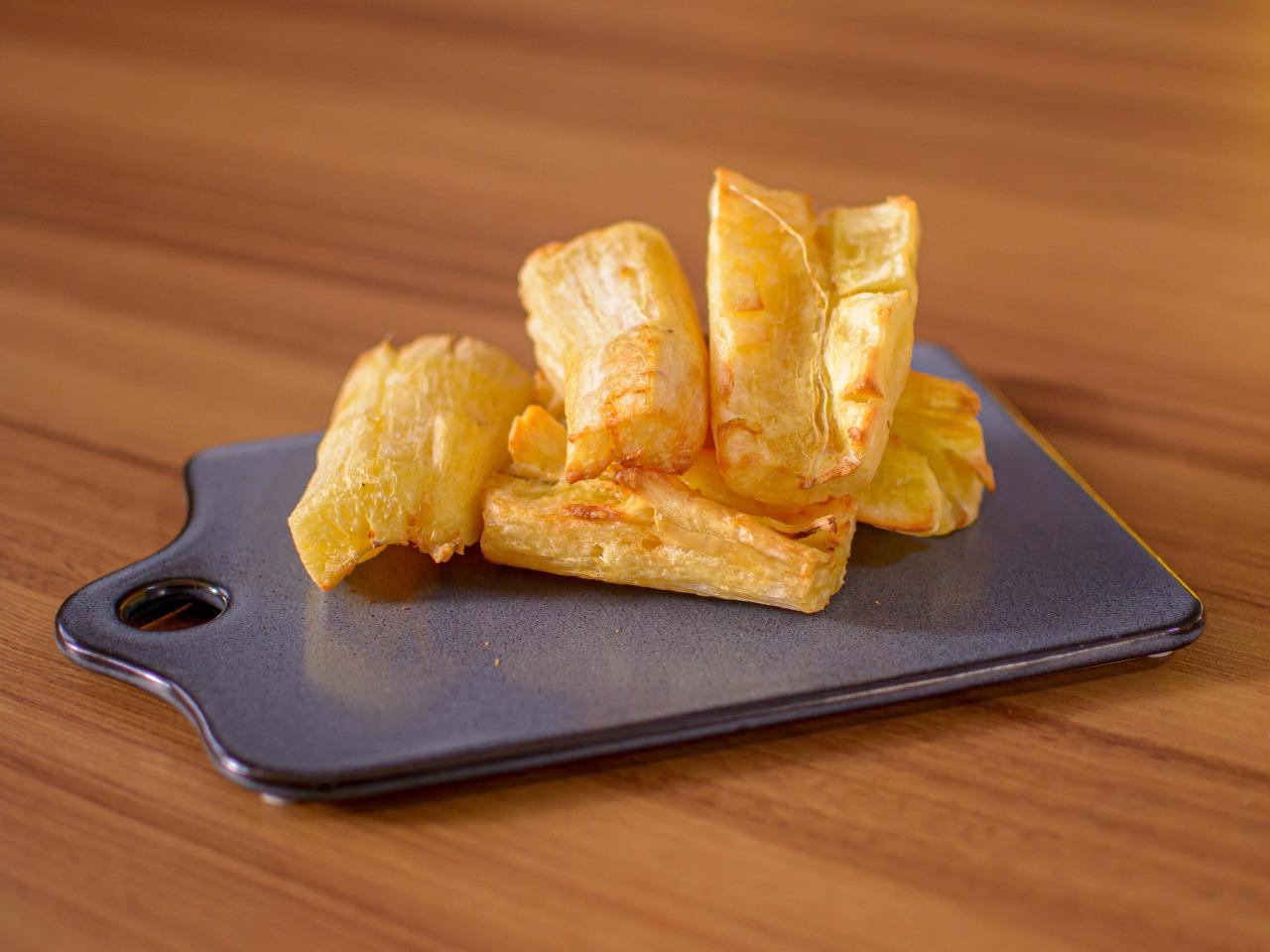 Como fazer a mandioca frita perfeita e bem sequinha: Jacquin dá a dica