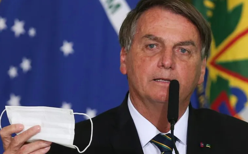 Bolsonaro estuda desobrigar uso de máscaras no país