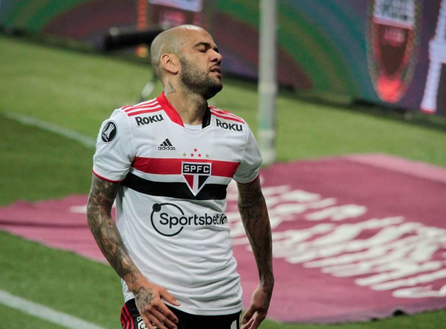 Presidente do São Paulo, sobre Daniel Alves: que seja feliz no Flamengo ou outro clube