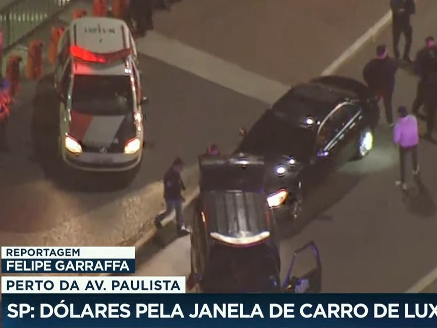 Dupla é presa após fugir de abordagem e jogar dinheiro para fora de carro