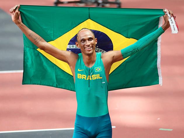 Brasileiro correu abaixo dos 47s e ficou com o terceiro melhor tempo da final
