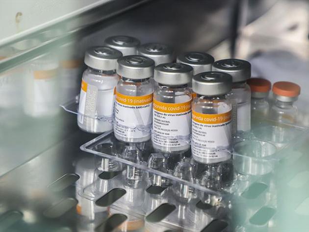 Relatório diz que nº de doses por frasco da CoronaVac é menor que o indicado; Butantan nega