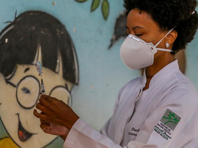 SP antecipa vacinação de profissionais da saúde autônomos com mais de 42 anos