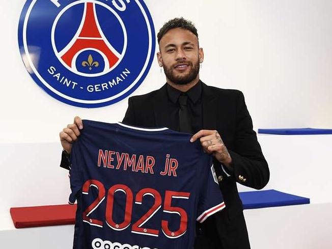 Neymar renova com o Paris Saint-Germain até 2025