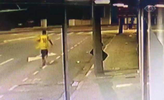 Vídeo: Câmera flagra assassinato de morador de rua em São José dos Campos