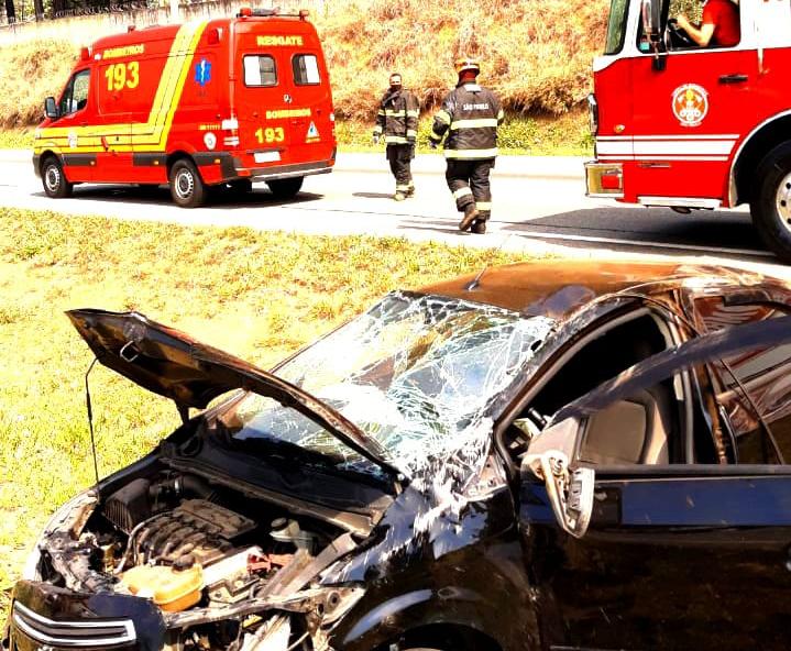 Duas mulheres ficam feridas em acidente de trânsito na Tamoios, em São José dos Campos