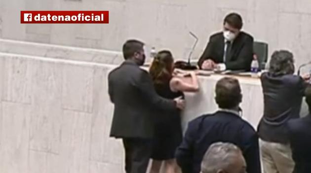 Fernando Cury, que assediou a deputada Isa Penna, é afastado de seu partido