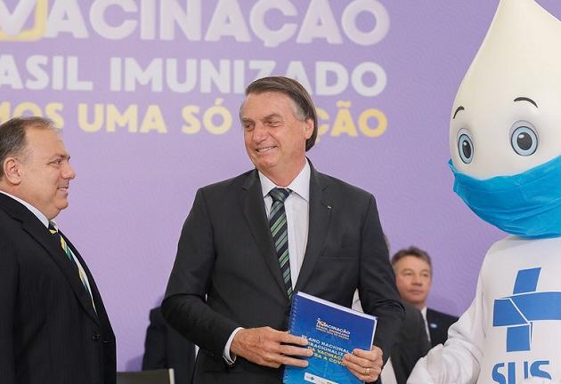 Justiça determina que Planalto explique sigilo sobre carteira de vacinação de Bolsonaro