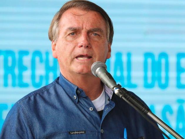 Bolsonaro promete pagar auxílio a caminhoneiros para compensar aumento do diesel