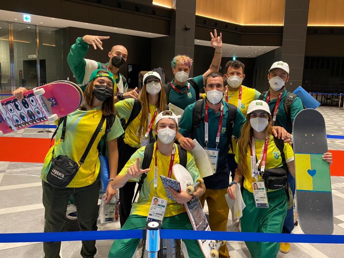 Em clima de empolgação, equipe brasileira de skate park chega em Tóquio