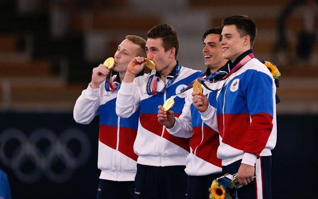 Equipe russa campeã olímpica por equipes na ginástica artística