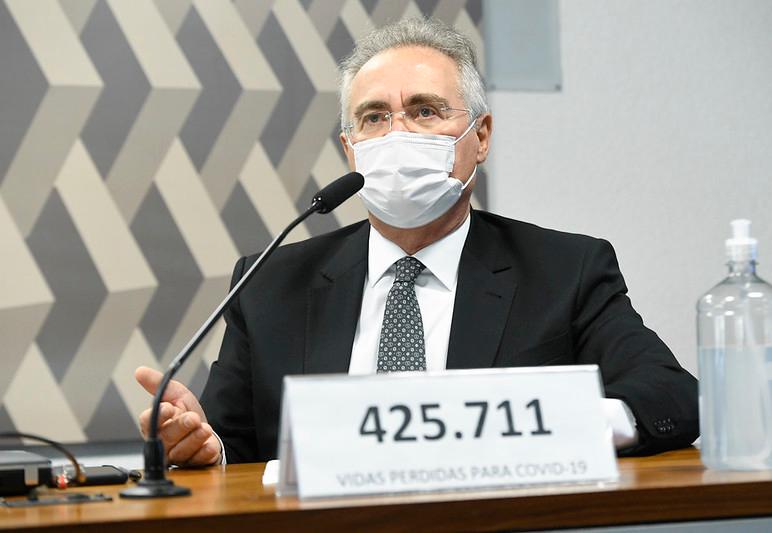 Renan Calheiros coloca número de mortos pela Covid na placa de identificação