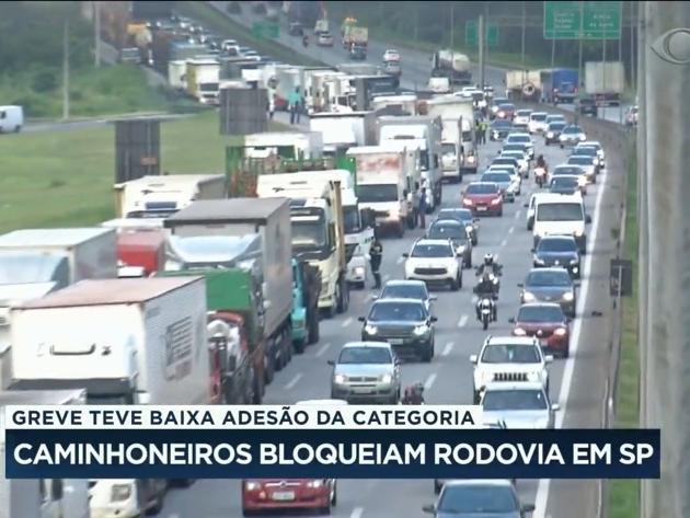 Greve de caminhoneiros tem baixa adesão pelo Brasil