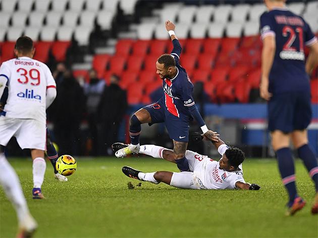 Atacante brasileiro sofreu lesão e desfalca PSG na Liga dos Campeões