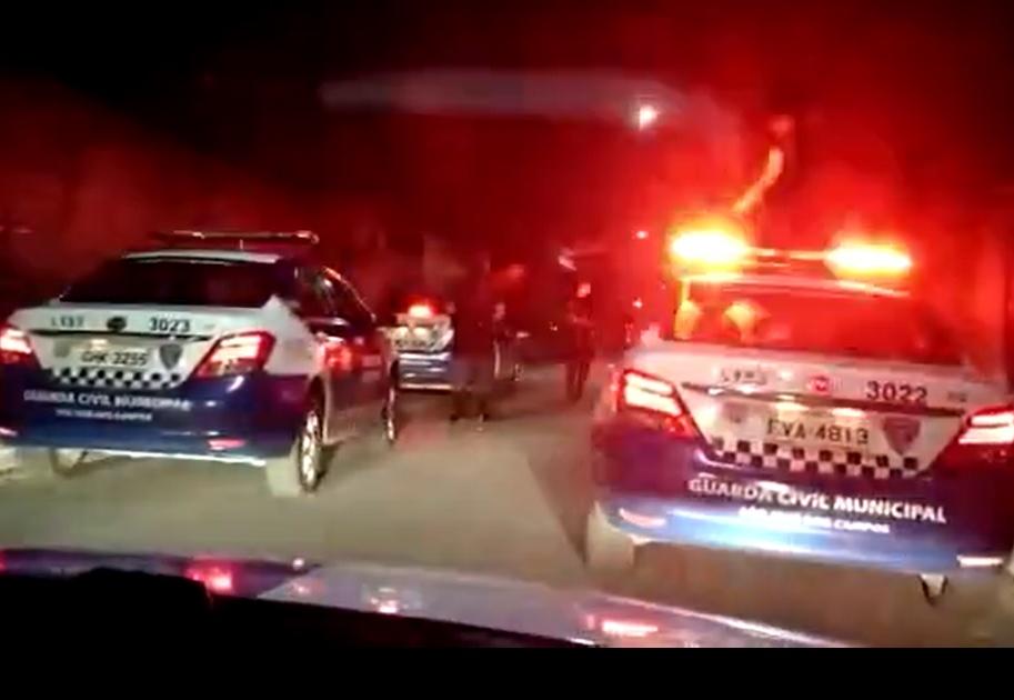 """Vídeo: Adega é interditada após denúncia de """"fluxo"""" na zona Leste de São José dos Campos"""