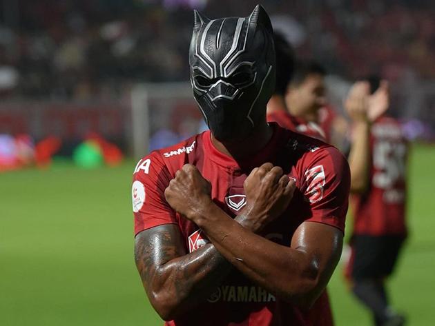 Heberty, o Pantera Negra que é idolatrado na Tailândia