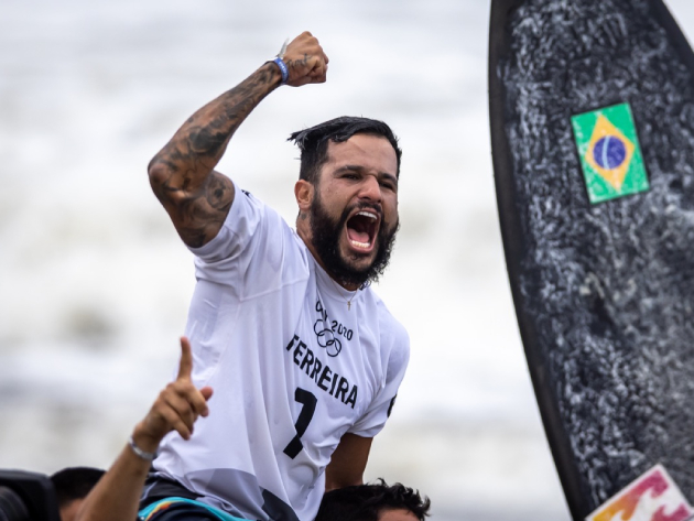 Brasileiro se tornou o primeiro campeão olímpico da história do surfe