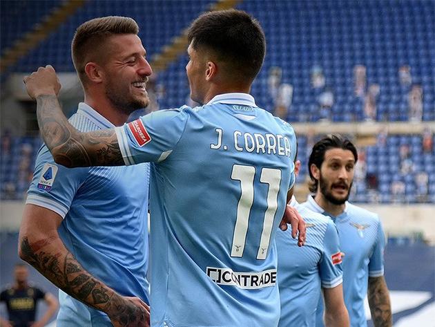 Lazio leva susto, mas vence o Genoa e segue viva por vaga na Champions