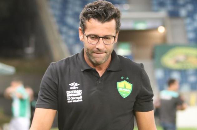 Alberto Valentim nega briga com jogadores e promete medidas contra boatos sobre vida pessoal