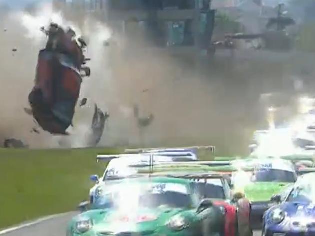Corrida da Porsche Cup é marcada por grave acidente