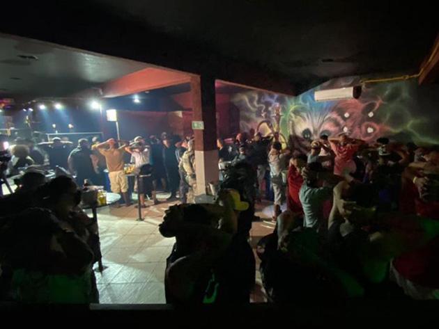Operação fecha festa clandestina em Guaianases com 76 pessoas
