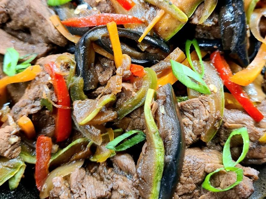 Churrasco oriental: Edu Guedes ensina receita deliciosa