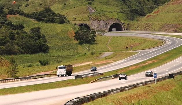 Movimento na rodovia Carvalho Pinto está tranquilo nesta terça-feira (14)