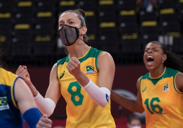 """Macris volta após só um treino e comemora Brasil na semi: """"Jogar com coração"""""""