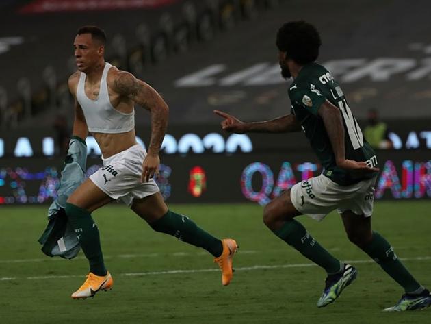 Breno Lopes comemora seu gol que garantiu o bicampeonato para o Palmeiras