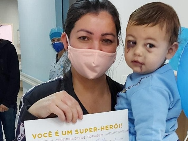 Bebê ferido em ataque a creche de Saudades (SC) recebe alta