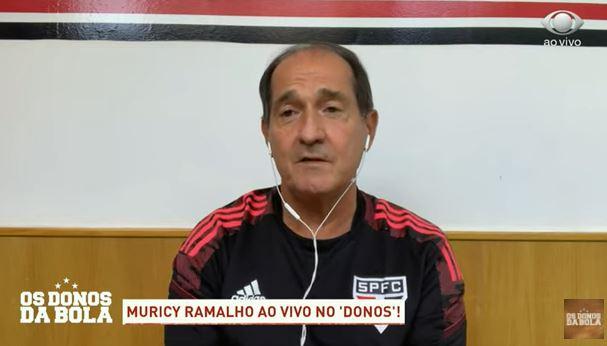 Muricy se impressiona com volante do São Paulo e aposta em Daniel Alves na seleção