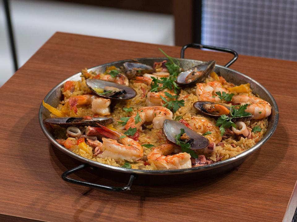 Paella, camarão e arroz de hauçá: saiba fazer os pratos pedidos pelos famosos no MasterChef