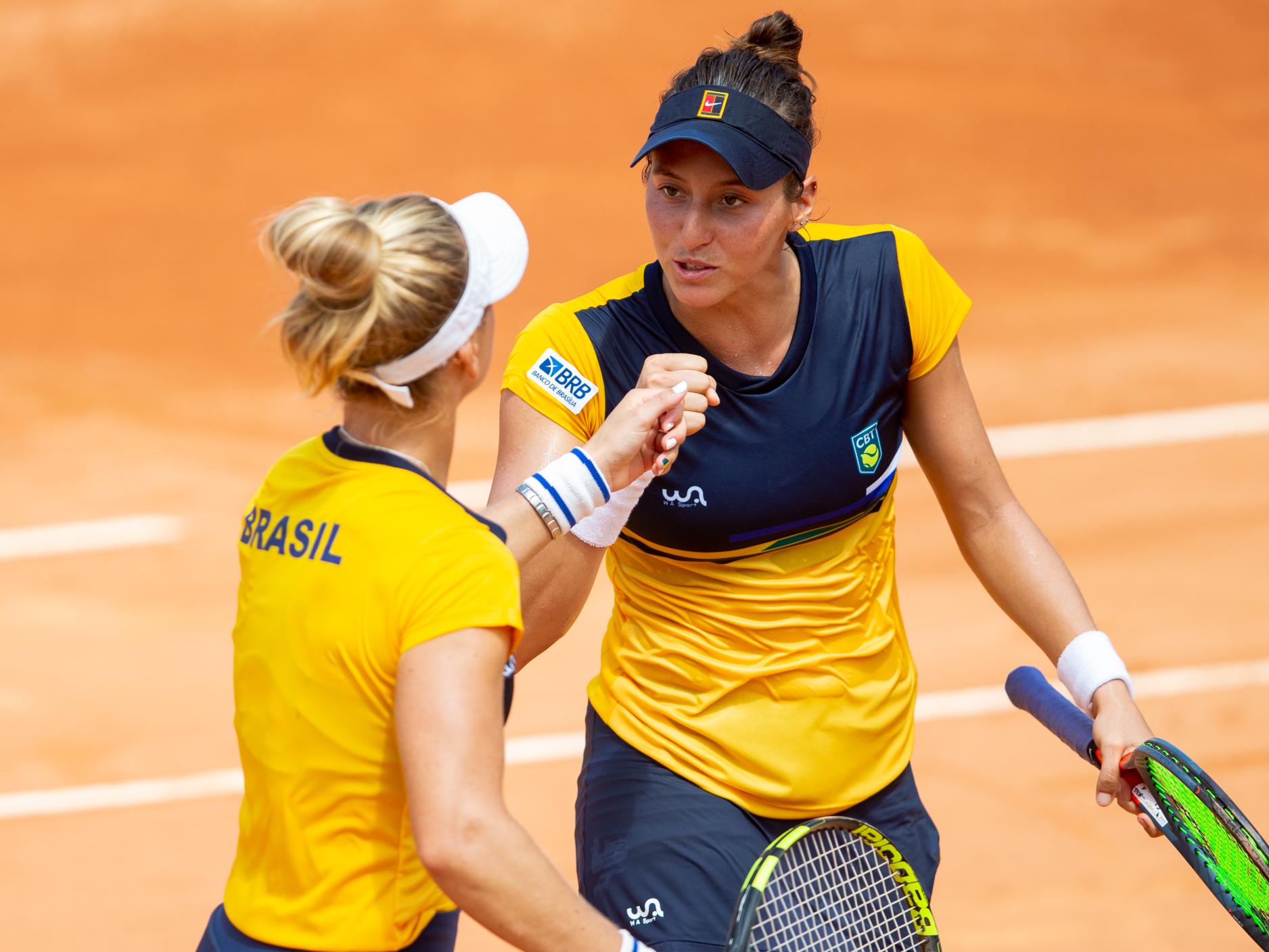 Luisa Stefani e Laura Pigosi conquistam medalha de bronze inédita para o tênis brasileiro