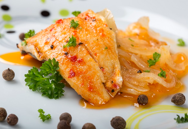 Escabeche de peixe serve como entrada ou prato principal: veja receita