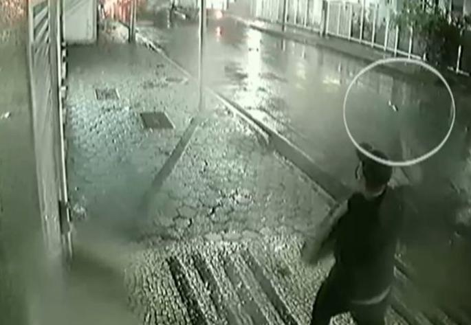 Imagens de câmeras de segurança mostram ação do homem
