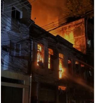Incêndio no RJ deixa famílias desabrigadas; uma pessoa está desaparecida