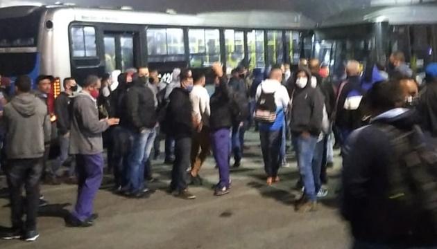 Motoristas encerram greve, e ônibus vão voltar a circular na zona sul de SP