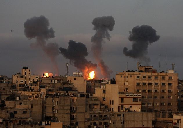 Novos ataques aéreos de Israel causam desabamento de prédio em Gaza