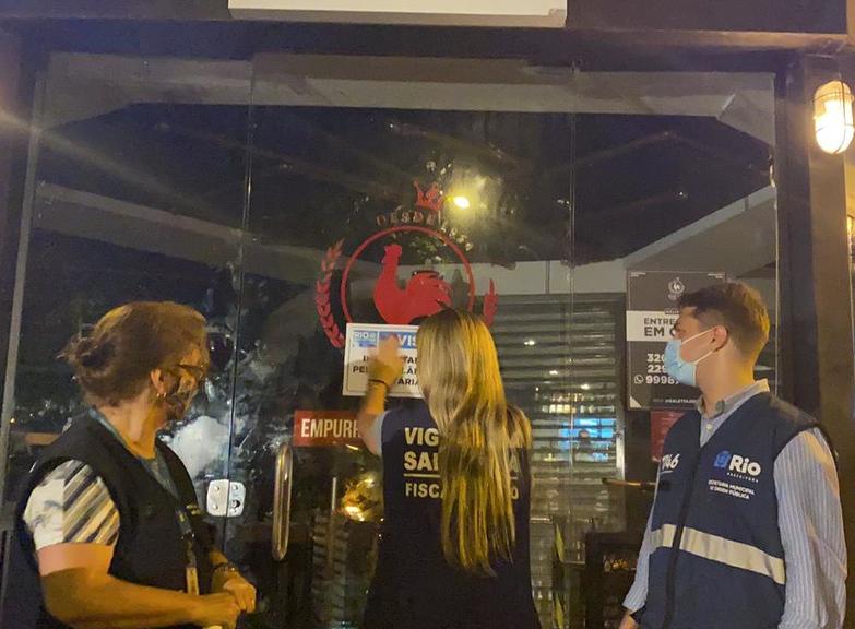 Prefeitura do Rio flagra aglomerações, aplica multa de R$ 15 mil e interdita boates