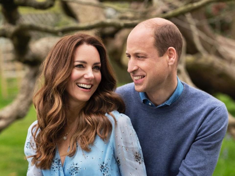 Kate Middleton e príncipe William, em foto comemorativa