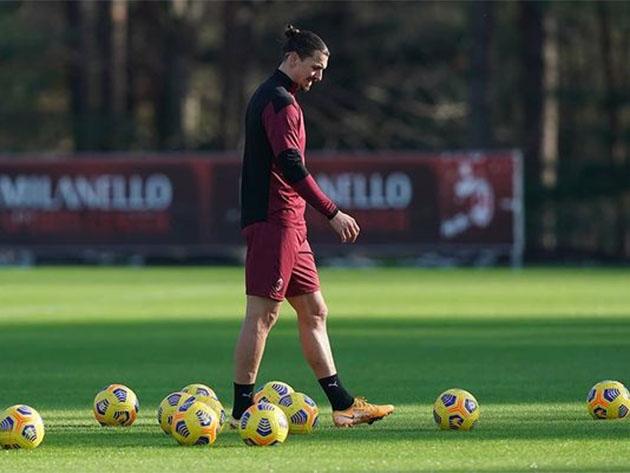 Ibrahimovic pode ser suspenso do futebol por envolvimento em site de apostas, diz jornal sueco