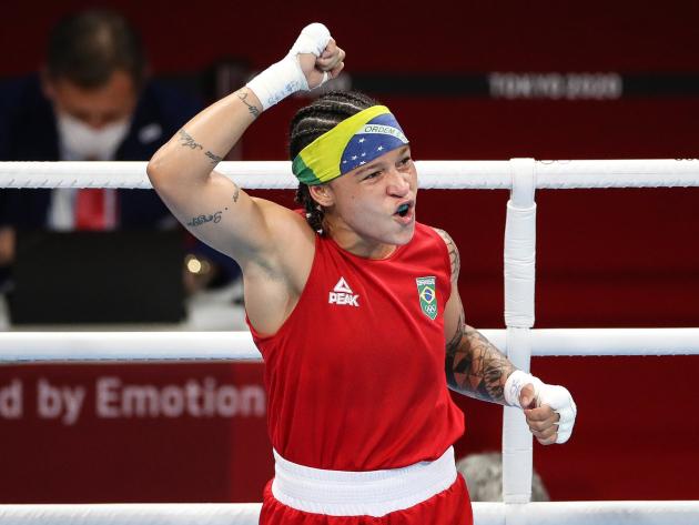 Bia Ferreira vai às semifinais e garante terceira medalha do boxe brasileiro em Tóquio