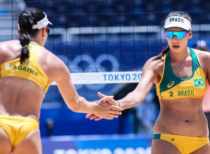 Vôlei de praia: Ágatha e Duda vencem canadenses e estão nas oitavas em Tóquio