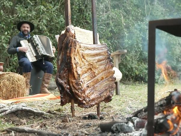 Conheça o 'A Ferro e Fogo', projeto de fogo de chão em São Francisco de Paula, RS