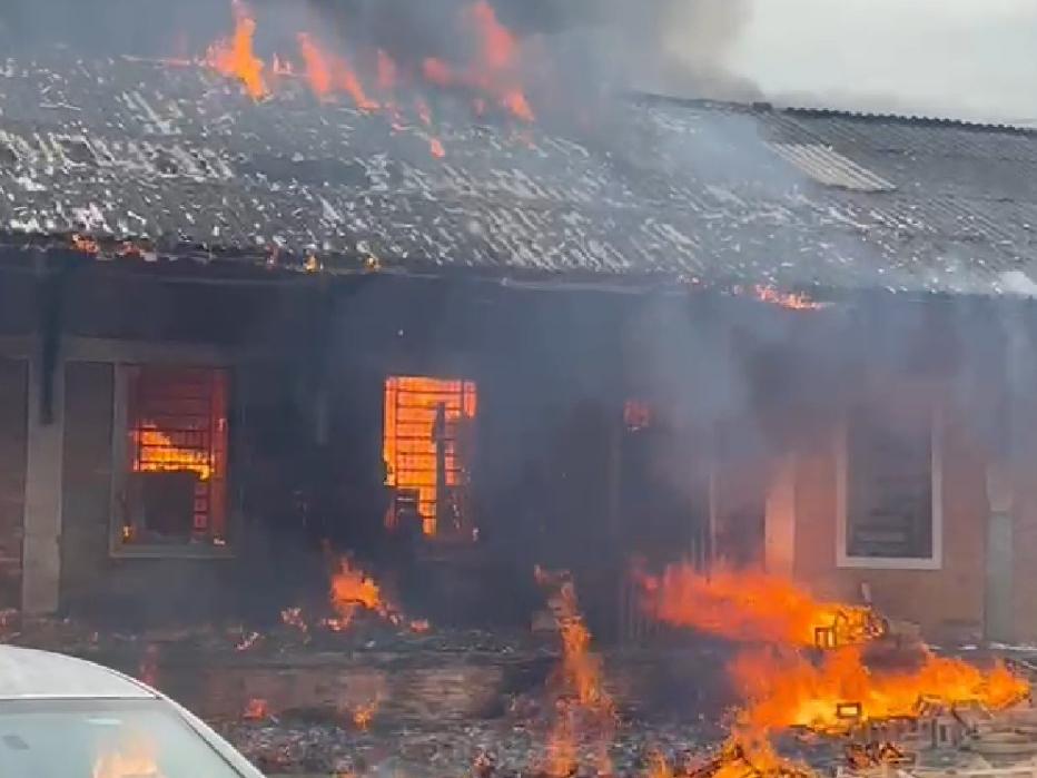 Incêndio atinge galpão na região central de São Paulo