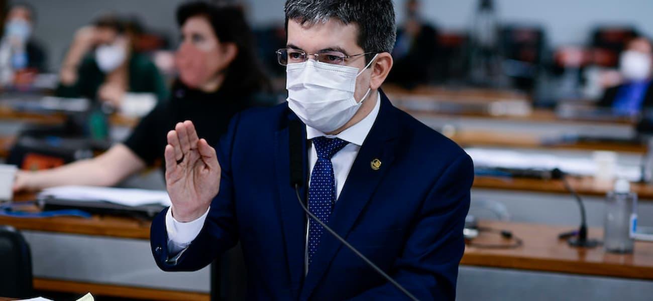 Randolfe: governo pode ter adotado estratégia de imunidade de rebanho