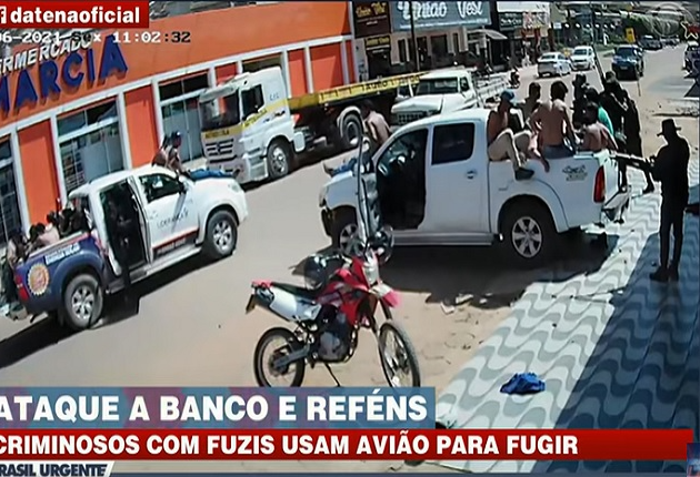Quadrilha ataca agências bancárias no MT e faz escudo humano com reféns para fugir