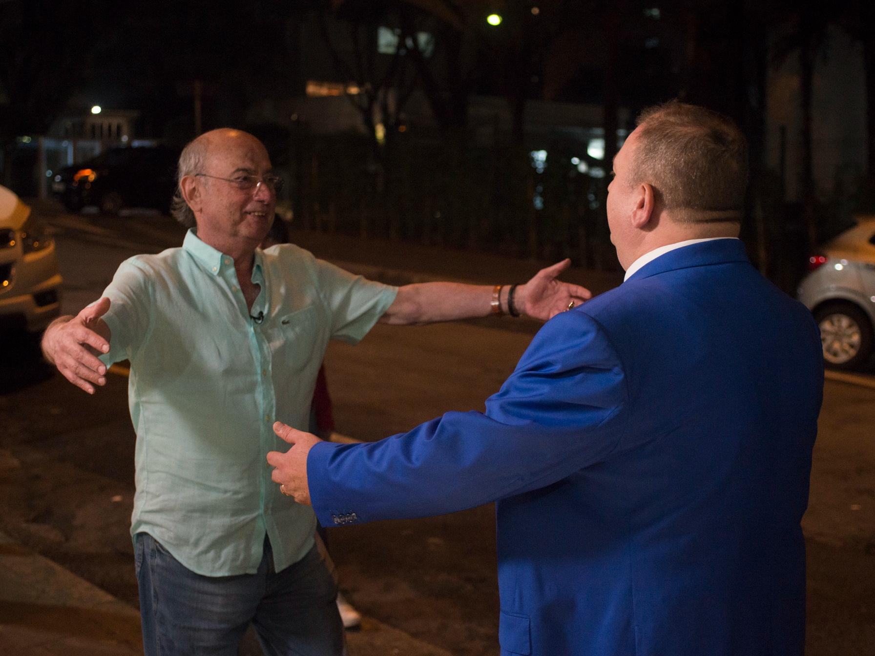 Jacquin tenta, mas não consegue brigar com dono do Ça-Va; veja reações